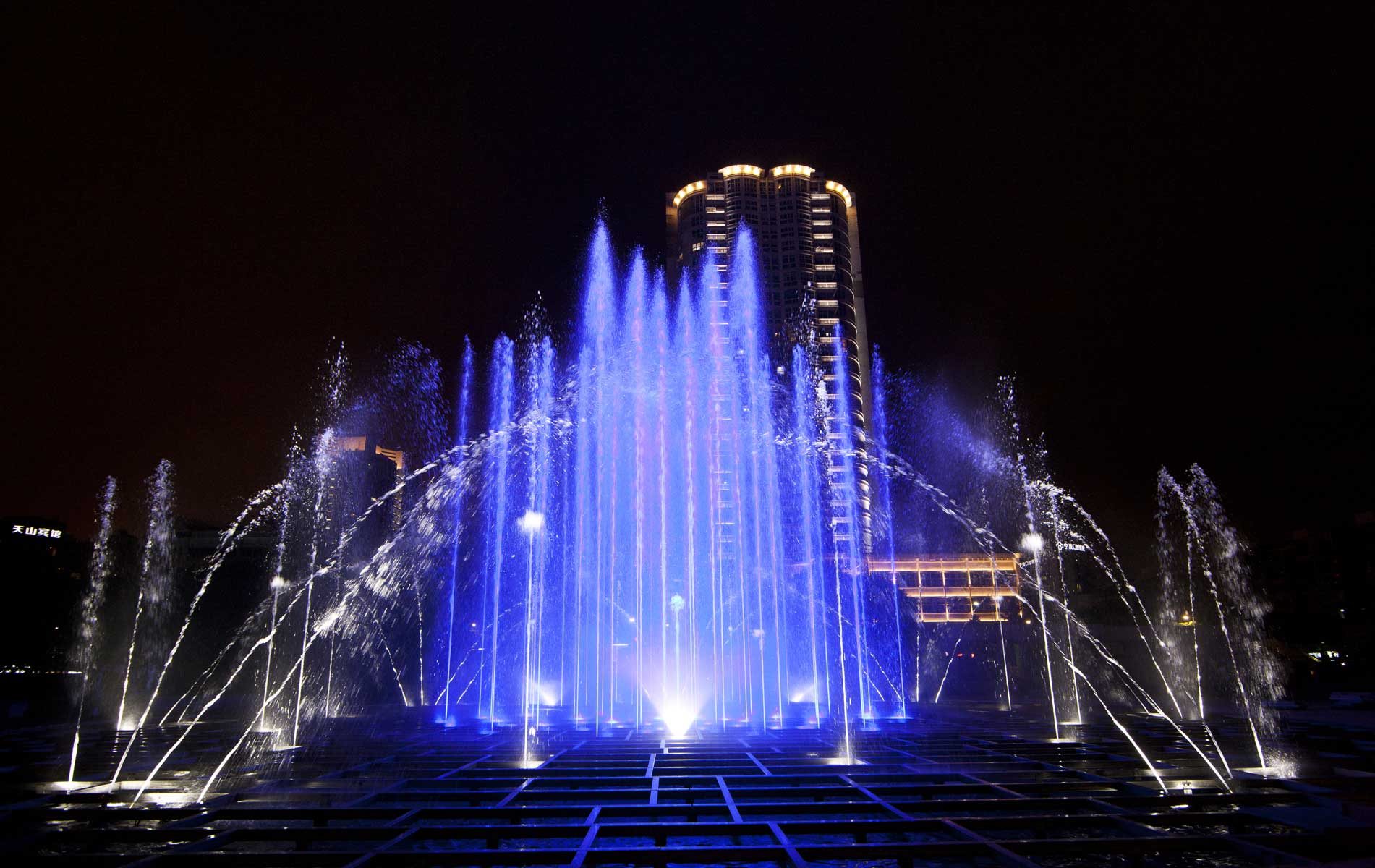 musical fountain tornado - picture 1