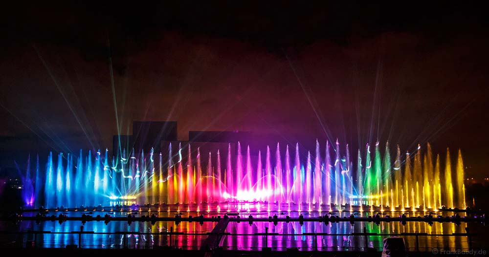 spectacle aquatique grand theatre d'eau festival circle of light 1
